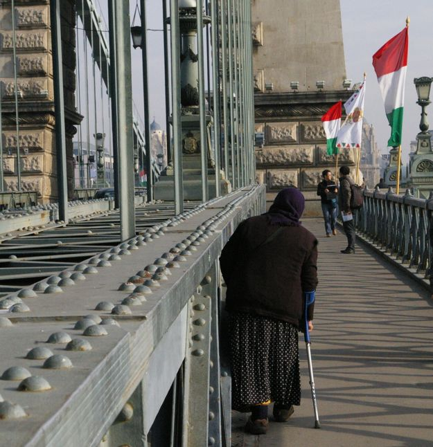 city_lady_on_bridge