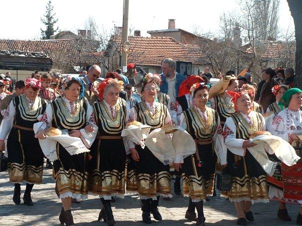traditional Bulgarian dance