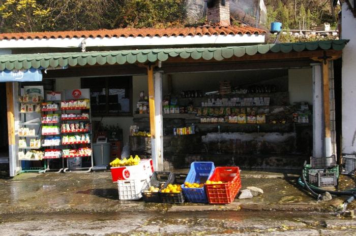 The market on Tirana's streets